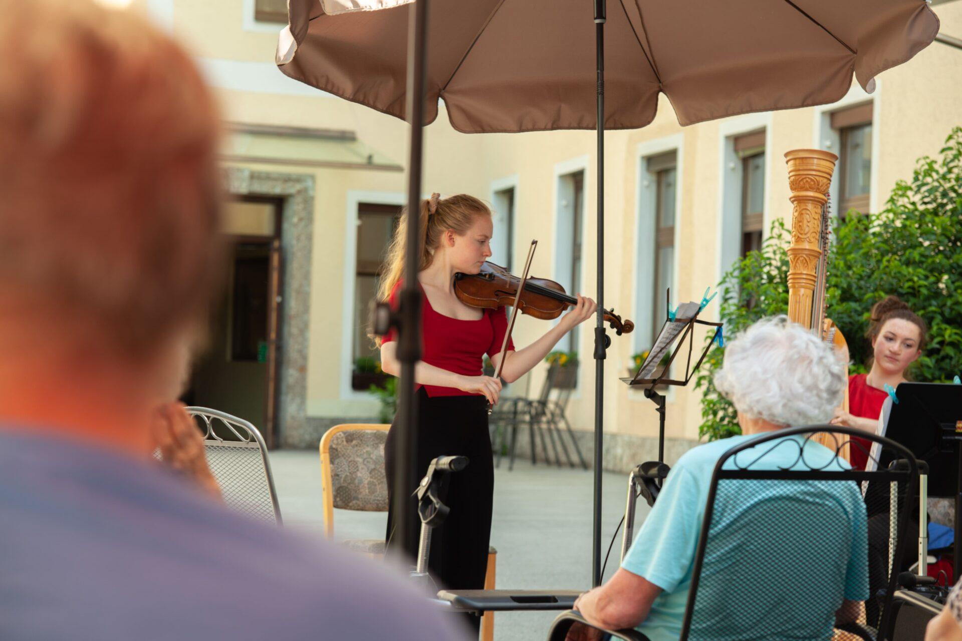 """Beitragsbild """"Live Music Now"""" im Herz-Jesu-Heim"""